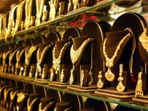 Are Gold Saving Schemes from jewelers really worth investing ?